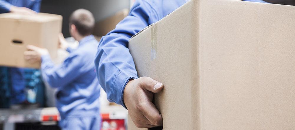 Muuttolaatikoiden pakkaaminen jotta ne on helppo kantaa